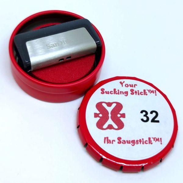 Saugstick mit 32 GB* und zwei Anschluss-Steckern (USB A und USB Typ C) in der praktischen Metalldose